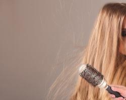 Волосы магнитятся